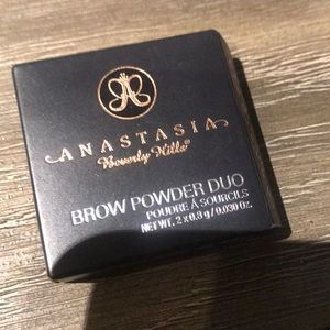 Anastasia Beverly Hills powder in shade Caramel